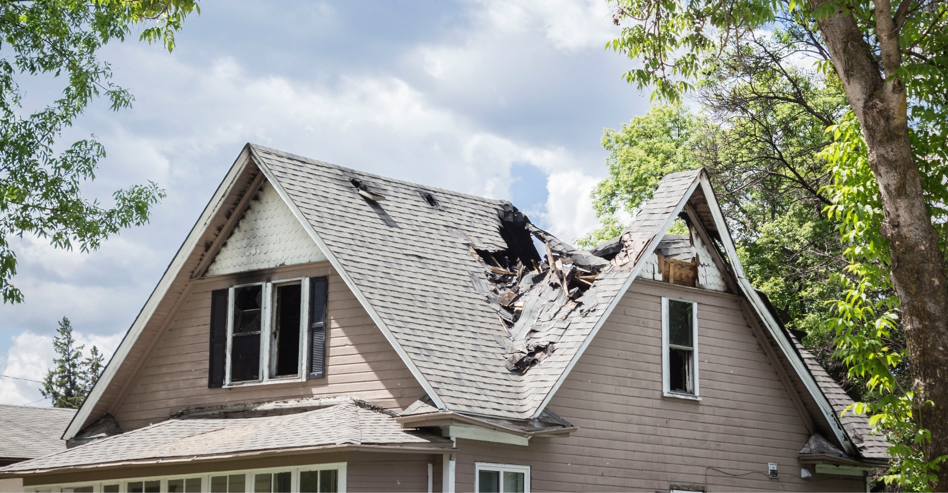 Alconero and Associates - What do insurance companies consider roof damage in Miami